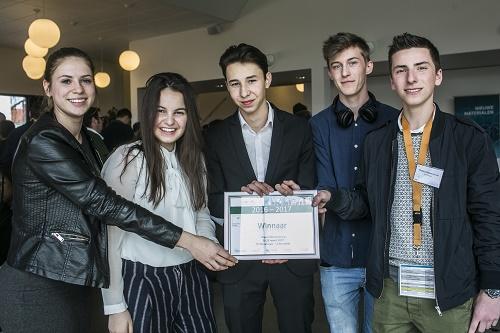 Leerlingen bedenken kledingcollectie van recyclage-jeans tijdens Vlajo Innovatiekamp