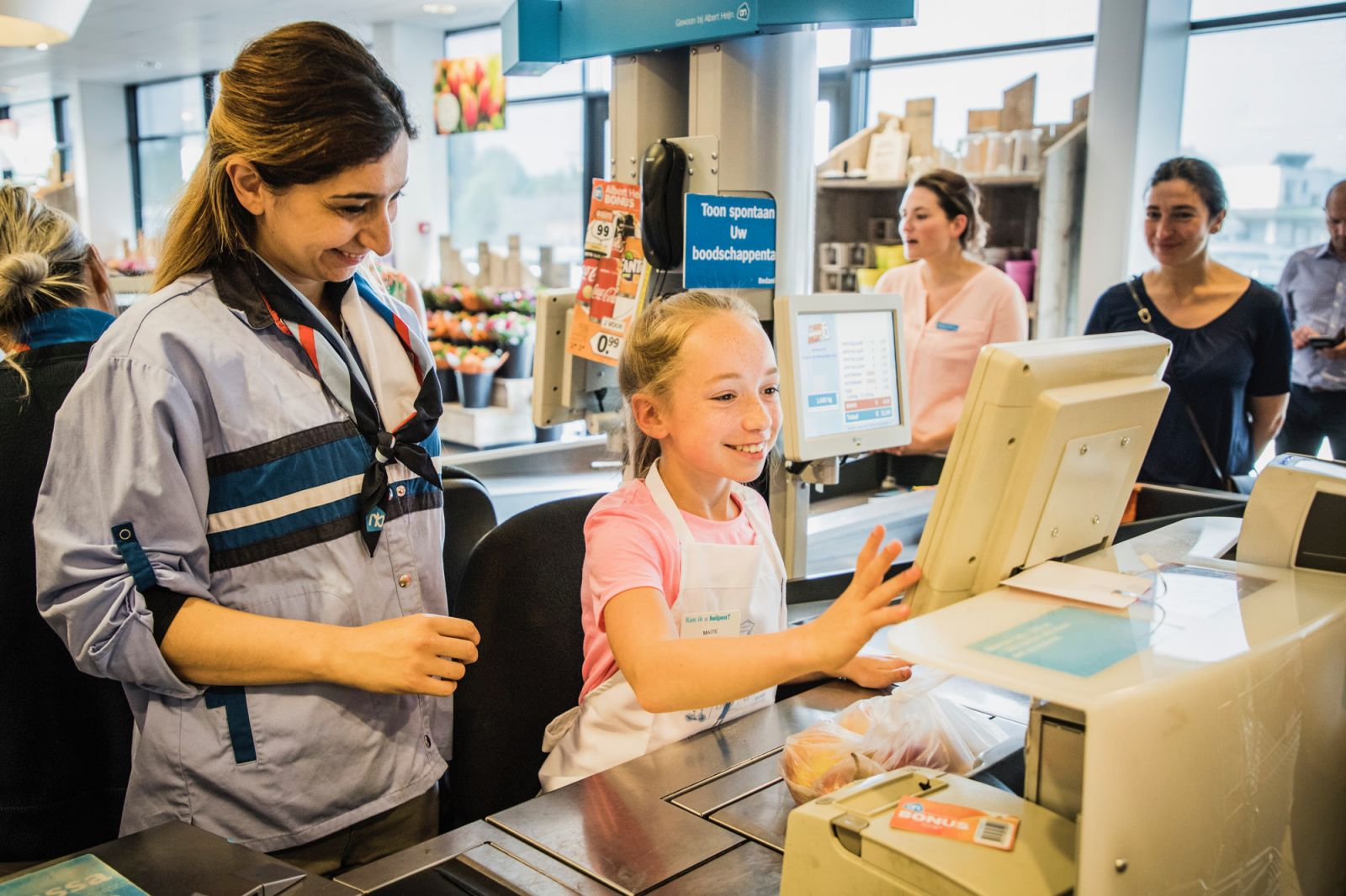 750 leerlingen snuffelen rond in supermarkten Albert Heijn