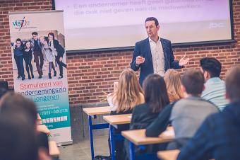 Bart Claes geeft startschot voor onderwijsproject 'Ondernemers voor de Klas'