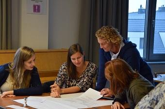 Leerkrachten lager onderwijs leren breder en anders evalueren