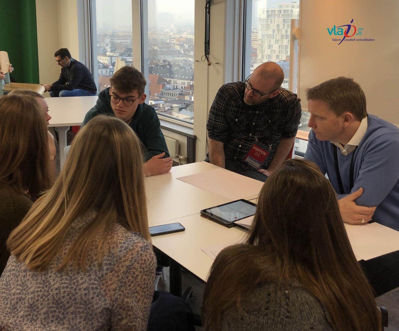 100 jongeren in dialoog met BNY Mellon en Euroclear medewerkers