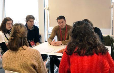 Jongeren in dialoog met BNY Mellon, Euroclear en BNP Paribas experten
